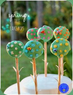hoopla palooza: easy peasy spring tree cake pops using woodgrain straws cut to look like tree trunks with branches.