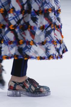 Chanel Spring 2016 Ready-to-Wear Fashion Show Details