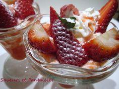 """750g vous propose la recette """"Coupe  de  fraise avec coulis et crème chantilly"""" notée 4.1/5 par 7 votants."""