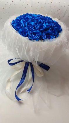 Candy Bouquet Diy, Flower Bouquet Diy, Diy Flowers, Money Bouquet, Handmade Flowers, Paper Bouquet Diy, Flowers Roses Bouquet, Lollipop Bouquet, Fabric Bouquet
