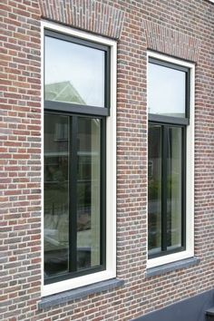 Ideas For Exterior Wall Cladding Window Exterior Siding Options, Exterior Wall Cladding, House Paint Exterior, Exterior House Colors, Bungalow, House Paint Color Combination, Modern Architects, Farmhouse Windows, Exterior Makeover