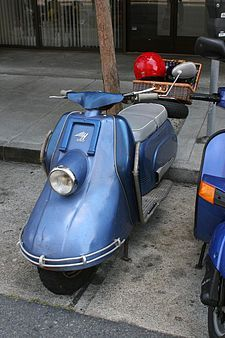 The Heinkel Tourist is a motor scooter made by Heinkel Flugzeugwerke from 1953 to More than were manufactured and sold. Lambretta Scooter, Scooter Motorcycle, Classic Vespa, Classic Bikes, Custom Vespa, Motorcycle Manufacturers, New Honda, Motor Scooters, Mini Bike