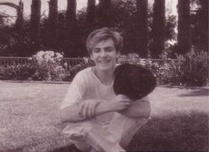 Sitting on the grass Pretty Boys, How To Look Pretty, Alternative Artists, Nick Rhodes, Band Pictures, John Taylor, New Romantics, British Boys, 80s Music