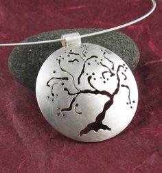 : Sólo plata cerezo colgante hecho a mano por annewalkerjewelry