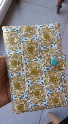 Portefeuille Compère jaune et bleu cousu par Marie - Patron Sacôtin