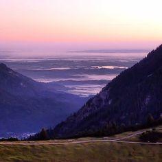 [Eine Nacht auf dem Wank, am Morgen, der Tag erwacht, Blick zum Kochelsee] #nature_obsession_landscapes #bd #bdphotoshare #bayern #bavaria #oberbayern #nature #nature_lovers #germany #beautifulplace #placewhereilive #IGS_photos #garmisch #partenkirchen  #alps #alpen #bavarianalps #berge #mountains #wettersteingebirge #wank #ig_deutschland #ig_germany #wandern #bergtour #hiking #Padgram