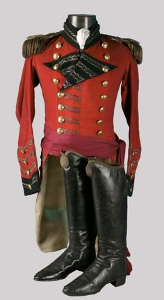 The original double-breasted tunic of red wool. Navy blue stand-up collar and sleeve facings. Shoulders with epaulett. British Army Uniform, British Uniforms, Military Dresses, Military Uniforms, Larp, Military Fashion, Military Art, Military Jacket, Napoleonic Wars