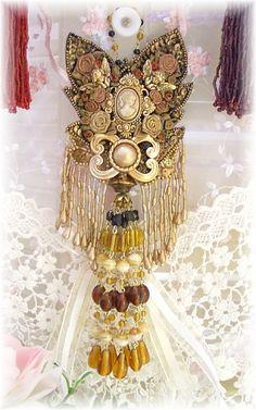 Victorian Cameo Tassel Elegant Ornament-