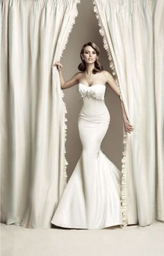 #mermaid wedding gown... Brides & grooms, bridesmaids & groomsmen, parents & planners ... the how, when, where & why of wedding planning ... https://itunes.apple.com/us/app/the-gold-wedding-planner/id498112599?ls=1=8  ♥  THE GOLD WEDDING PLANNER iPhone App ♥ http://pinterest.com/groomsandbrides/boards/ Answers to so may questions.