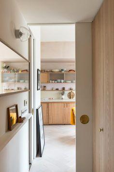 Blueberry Home, Kinfolk Style, Kinfolk Magazine, Tiny Living, Wooden Furniture, House Party, Decoration, Feng Shui, Bathroom Medicine Cabinet