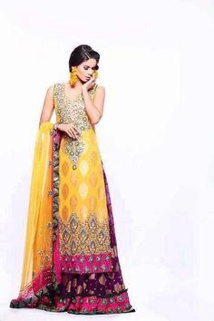 Mehndi outfit, yellow with pink. Pakistani Mehndi Dress, Bridal Mehndi Dresses, Pakistani Wedding Dresses, Pakistani Bridal, Pakistani Outfits, Indian Dresses, Mehendi, Bridal Lehenga, Indian Bridal