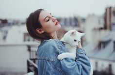 grungw girl with white cat