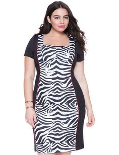 Plus Size Sweetheart Neckline Colorblock Dress From the Plus Size Fashion Community at www.VintageandCurvy.com