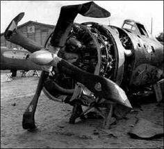 In kamp Vught moesten gevangenen onder meer vliegtuigwrakken slopen. De onderdelen werden weer gebruikt voor de oorlogsindustrie.