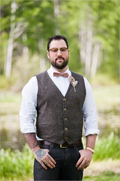 If you are preparing for a vintage-themed wedding,we've gathered for you some cool groom attire ideas. A vintage groom outfit is a must for such wedding. Vintage Groomsmen Attire, Groomsmen Vest, Casual Groom Attire, Casual Wedding Attire, Casual Grooms, Groom Wear, Groom Outfit, Mens Outdoor Wedding Attire, Cowboy Wedding Attire