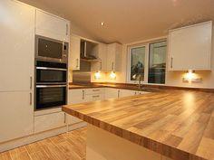 colour schemes in cream gloss kitchen Cream Kitchen Designs, Luxury Kitchen Design, Best Kitchen Designs, Luxury Kitchens, Cool Kitchens, Cream Gloss Kitchen Decor, Living Room Kitchen, Home Decor Kitchen, Kitchen Interior
