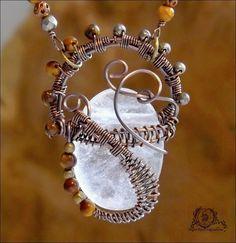Collier wire wrapping sur Cristal de roche, Pyrite, Oeil de tigre, cuivre: ᘛ Murmures arides ᘚ : Collier par atelier-bijoux-legendaires