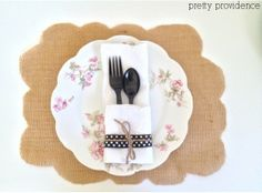 Pretty Providence | A Frugal Lifestyle Blog: Holiday Table: No Sew Burlap Placemat