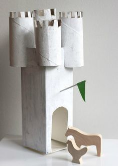 UKKONOOA: Pahvilinna DIY recycled cardboard castle milk carton and toilet paper rolls Projects For Kids, Diy For Kids, Craft Projects, Crafts For Kids, Cardboard Castle, Cardboard Crafts, Toilet Paper Roll Crafts, Crafty Kids, Diy Recycle