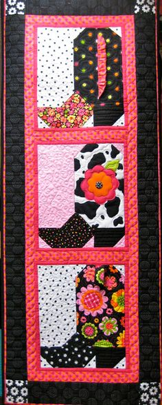 Girly Boots quilt - no pattern Quilting Projects, Quilting Designs, Sewing Projects, Quilting Ideas, Sewing Crafts, Western Quilts, Barn Quilts, Small Quilts, Mini Quilts