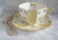 Shelley China Queen Anne Tea Cup and Saucer Set by TeaTimeWithJane, Etsy, ♥cc✿ Tea Cup Set, My Cup Of Tea, Cup And Saucer Set, Tea Cup Saucer, Tea Sets, Vintage China, Vintage Tea, Teapots And Cups, Teacups