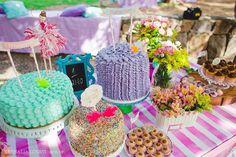 Mais detalhes dos bolos!   Foto da @nathalialovati e decoração linda da PicNic! 🎉💕💐