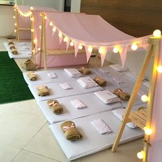 New in São Paulo for pajama party! The tents arrived for the joy of the children. It accommodates 4 to 12 children comfortably. Birthday Sleepover Ideas, Sleepover Birthday Parties, Girl Sleepover, Spa Birthday, Pamper Party, Spa Party, Pyjamas Party, Teepee Party, Teepees