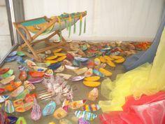 Vetrina con barchette realizzate per il concorso: Le rogge di Udine.