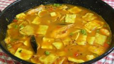 Cómo hacer gazpacho de marisco receta fácil y tradicional Gazpacho Manchego, Spanish Kitchen, Cheeseburger Chowder, Thai Red Curry, Soup, Healthy Recipes, Meals, Ethnic Recipes, Fitness