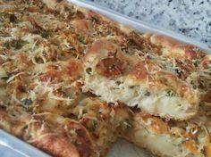 A Torta de Frango com Massa de Batata é feita no liquidificador e o recheio é muito simples: basta misturar o frango desfiado com os temperos. Confira!