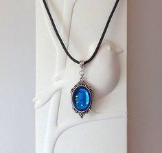 Solde 14% !  Collier ras de cou / pendentif cabochon en cristal bleu saphir / cordon noir / cadeau femme-fille /cadeau pour elle
