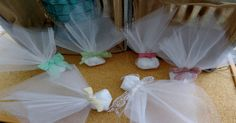 κλασικη τούλινη μπομπονιέρα γάμου με δεσιμο δανδέλας σε διαφορα χρωματα