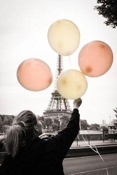 """Concours Eiffel Style - Shangri-La Hotel, Paris - """"Balloons under the eiffel tower ;-)"""" - Annabelle Schachmes #Photography #Paris"""