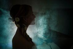 photographe mariage pau pays basque Préparatifs coiffure mariée laque fumée Coiffure de mariage fleurs