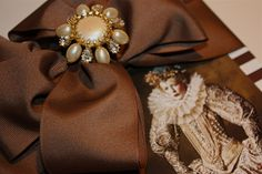 2.5' wide Grosgrain ribbon, Vogue mag cut-out, and a spare earring as embellishment. A Gift Wrapped Life blog.