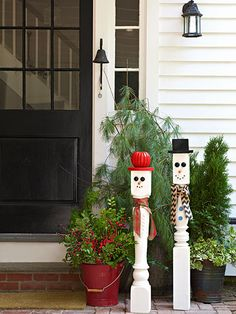You don't need a thick blanket of now to make this charming pair of snow men—just a couple of snow-white newel posts and some workshop odds and ends. See how to recreate them!