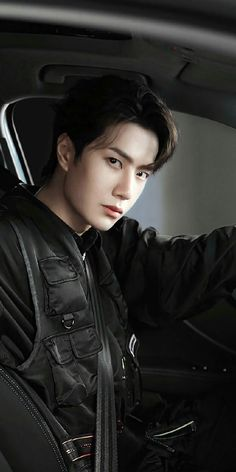 Wang Yibo is a rich playboy of 23 years, who is the only heir to their business Wang Corporation. For his handsome features, he is known as Mr. Handsome in his. Handsome Actors, Cute Actors, Handsome Boys, Asian Boys, Asian Men, Asian Actors, Korean Actors, Boys Beautiful, F4 Boys Over Flowers