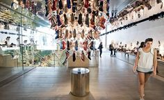 Behold, a shoe chandelier! If you thought such things were limited to your dreams you're in for a treat at Kurt Geiger's Covent Garden flagship. Best Shoe Stores, Mercer Street, Russell & Bromley, London Shoes, Garden Guide, Wonderwall, Covent Garden, Kurt Geiger, Shoe Shop