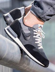 Nike Air Epic: Grey