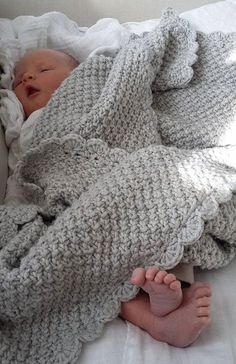 Cable Knit Blankets, Knitted Baby Blankets, Baby Blanket Crochet, Baby Cardigan Knitting Pattern, Baby Knitting Patterns, Winter Baby Clothes, Baby Girl Blankets, Crochet Baby Booties, Baby Kind