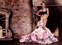 fashion—victime:  Natalia Vodianova by Mario Testino for Vogue UK 2013