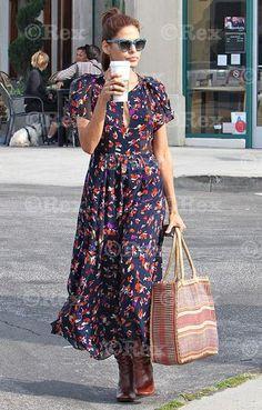 Celebrity Style Steal: Eva Mendes mixes it up - Promi-Stil - Eva Mendes Collection, Fashion News, Fashion Outfits, Womens Fashion, Fashion Bloggers, Style Fashion, Tokyo Fashion, Floral Maxi Dress, Dress Skirt