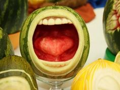 ELEFANTE VOADOR - Diversão!!!: Esculturas em melancias e melões