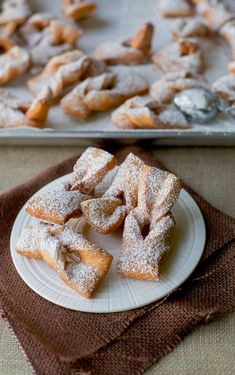 A delicious fry pastry. Latin American Food, Latin Food, Chilean Recipes, Chilean Food, Chilean Desserts, Sweet Recipes, Food And Drink, Dessert Recipes, Cooking Recipes