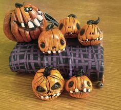 © Barbara Santini polymer clay painted with acrylics Halloween Wishes, Halloween Clipart, Halloween Trees, Halloween Projects, Cute Halloween, Halloween Decorations, Polymer Clay Halloween, Polymer Clay Christmas, Creepy Pumpkin