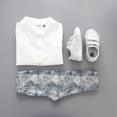 Nooooo I don't like monochrome at all.  #motoreta shirt #diapersandmilk leggings #vejaxdiapersandmilk shoes