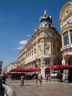 Montpellier - Place de la Comédie     http://travideos.es/france/paris/top-videos/lugares_interesantes_de_montpellier_en_francia/nexxbHA9afw
