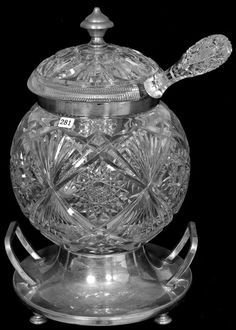 Baccarat Crystal, Crystal Glassware, Cut Glass Vase, Glass Art, Antique Perfume Bottles, Crystal Shop, Glass Dishes, Antique Glass, Clear Glass