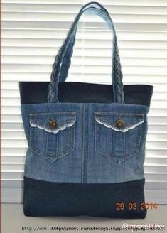 of upcycled denim bags Denim Bag Patterns, Bag Patterns To Sew, Jean Purses, Purses And Bags, Sacs Tote Bags, Diy Sac, Denim Handbags, Denim Purse, Old Jeans