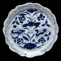 Dish, painted in underglaze blue with mandarin ducks in a lotus pond, China, Yuan dynasty, 14th century. Diameter: 15.9 cm. C.189-1931. © V Images.